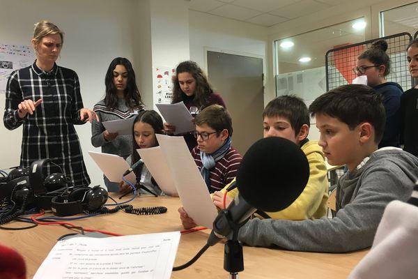 Le club radio du collège Audembron de Thiers a enregistré une revue de presse à l'occasion de la semaine de la presse à l'école 2019.