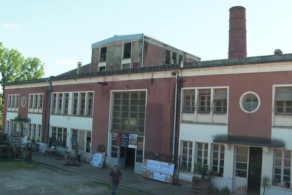 Abandonnée en 1976, la laiterie du Mazeau va devenir un centre d'artisanat d'art