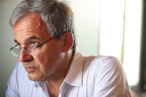 Les élus LR qui ont déposé la requête contre le candidat du RN s'appuient sur un article du Canard Enchaîné