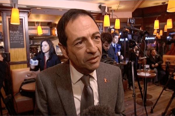 Jean-Luc Romero,président du comité de soutien à Florence Cassez, remercie les soutiens de Béthune (d'où Florence est originaire) et du Nord Pas-de-Calais, sans lesquels le mouvement de son comité n'aurait pas été ce qu'il a été.