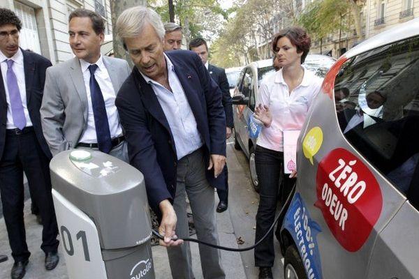 L'industriel breton Vincent Bolloré lors de la présentation de la Bluecar à Paris pour le service de voiture électrique Autolib - 2/11/2010