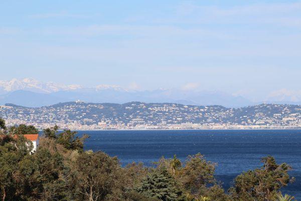 Vue mer depuis Anthéor dans les Alpes-Maritimes.