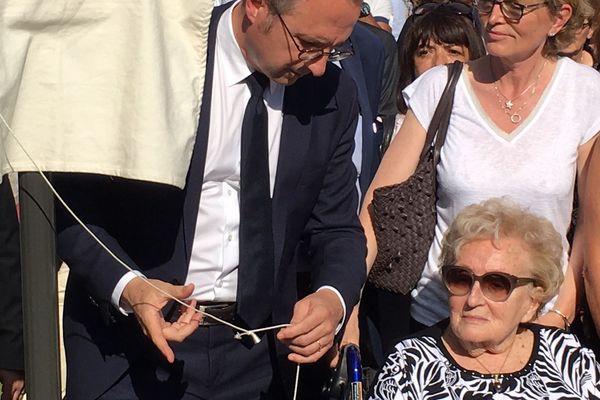 """Bernadette Chirac accompagnée de sa fille Claude lors de l'inauguration de l'avenue """"Jacques et Bernadette Chirac"""" à Brive en compagnie du maire de la ville Frédéric Soulier, le 8 juin 2018"""