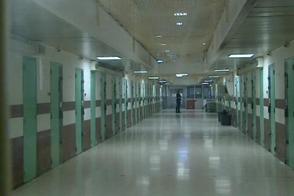 La prison de Nîmes est l'une des pires de France, elle détient le record en terme de surpopulation - 7 avril 2017