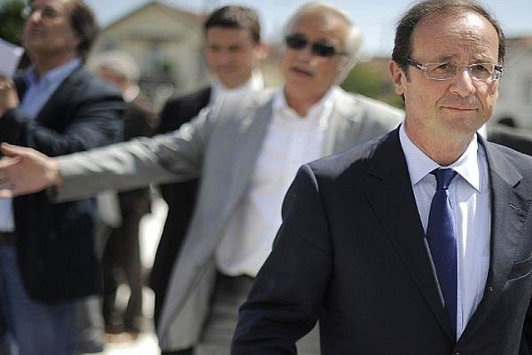 Francois Hollande en visite à Dijon le 20 mai 2011 en compagnie du maire François Rebsamen