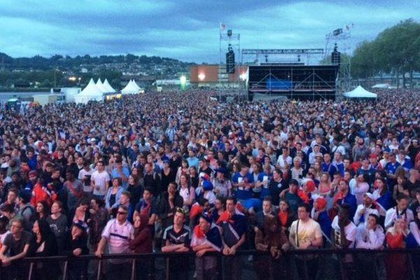 Rouen , presqu'île Saint-Gervais le dimanche 10 juillet 2016- Des dizaines de milliers d'yeux fixés sur les écrans géants pour suivre la finale de l'Euro