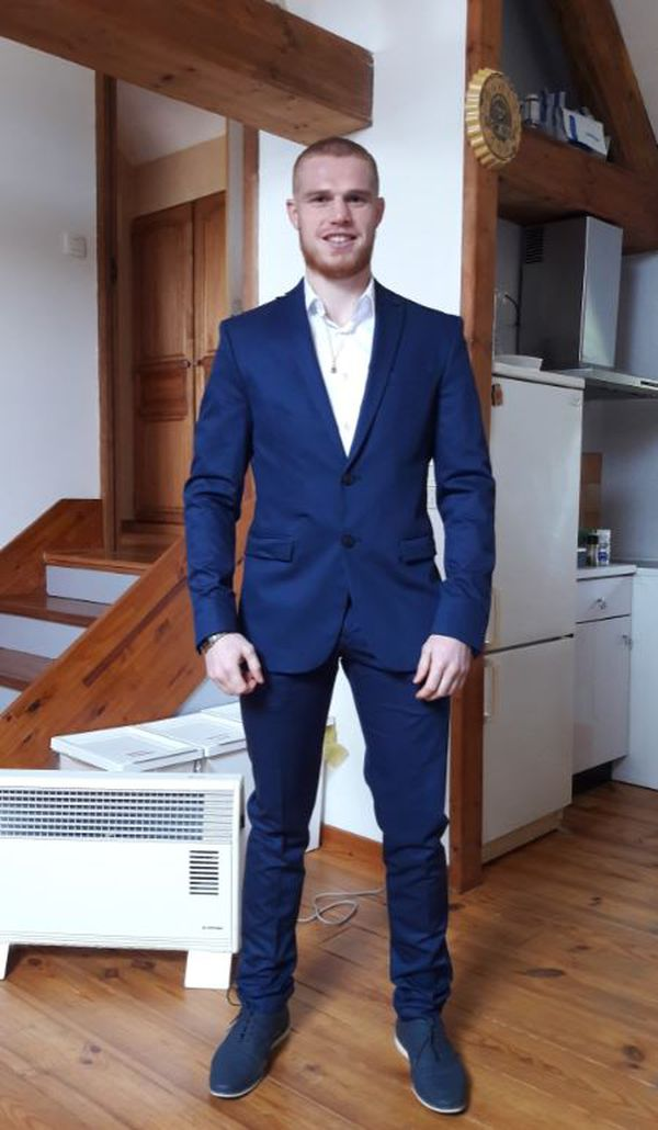 Maxime Beaussire porte fièrement le costume de promoteur de combats de boxe