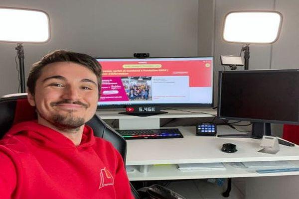 """Lucas Brasier YouTubeur de Toulouse et désormais auteur du livre """"Le petit guide du YouTubeur étudiant"""""""