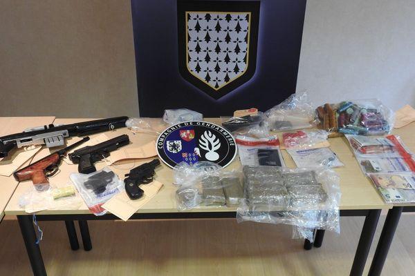 Armes de poing, cannabis, cocaïne, héroïne, et du grisbi bien mal acquis