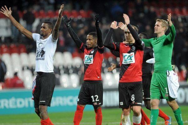 Les hommes de Guingamp célébrant la victoire