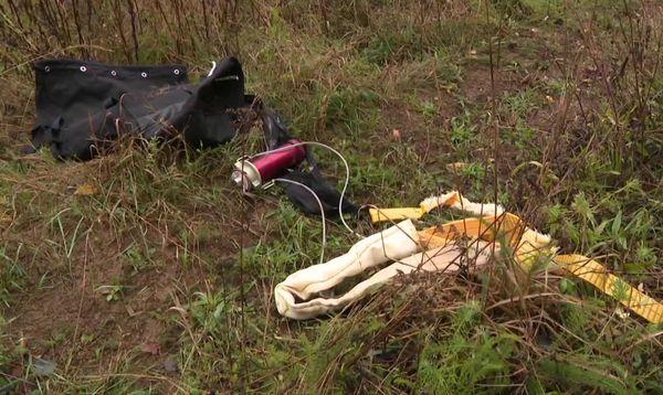 Sur place, le parachute de l'avion a été retrouvé.