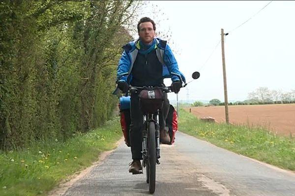 Ulysse Blau, ingénieur et cycliste autour du Calvados, pour défendre l'environnement.