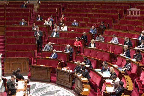 Une trentaine de députés, bretons, corses ou alsaciens pour la plupart, ont porté le débat sur les langues régionales à l'Assemblée nationale ce mercredi soir.