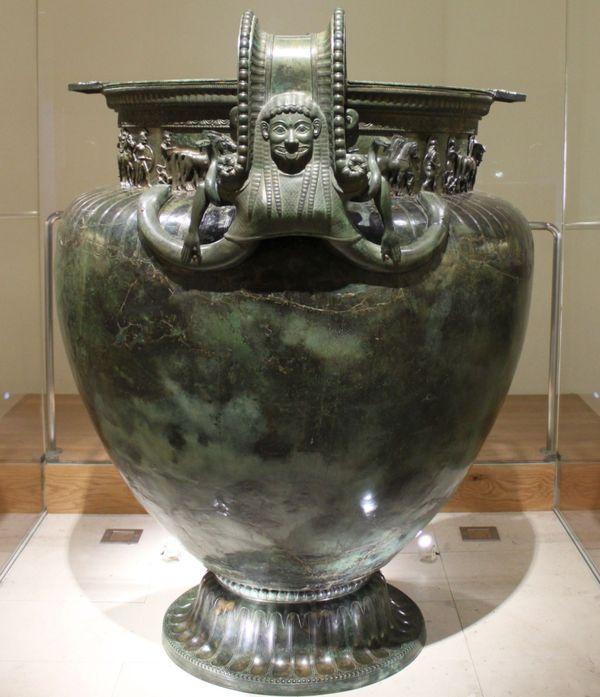 Le vase de Vix mesure 1,64 m de haut