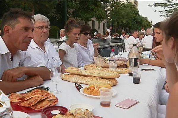 Plus de 3000 personnes ont participé au pique-nique géant d'Epernay.