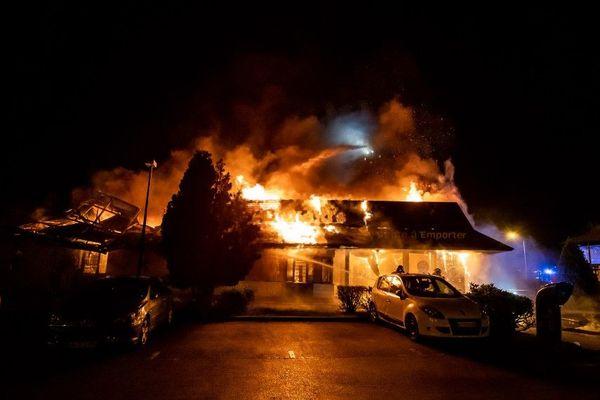 Une soixantaine de pompiers ont été mobilisés.