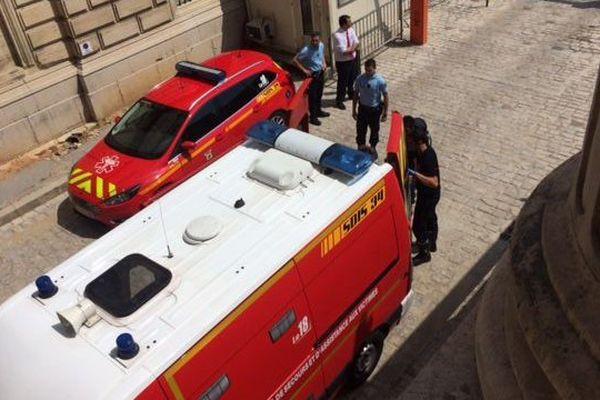 Marc Féral évacué par les pompiers de l'Hérault après un malaise pendant sont procès aux assises de l'Hérault à Montpellier - 29 juin 2016