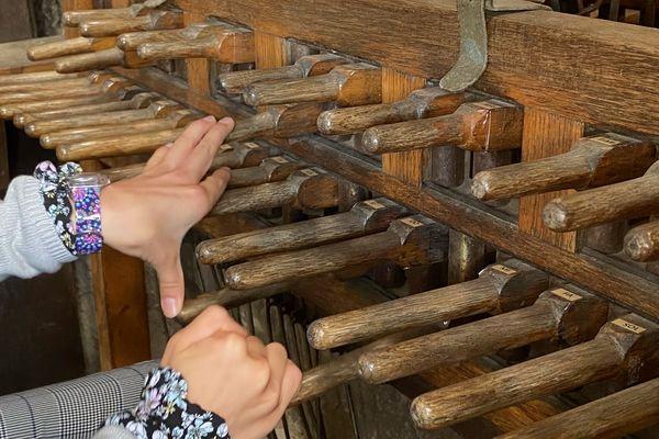 Maëlle, musicienne au conservatoire de Pamiers, ce dimanche 6 juin aux auditions diplômantes au carillon de Notre-Dame-de-la-Platé à Castres
