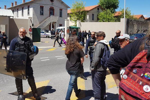 Manifestation de soutien aux manifestants interpellés devant la caserne Auvare de Nice.
