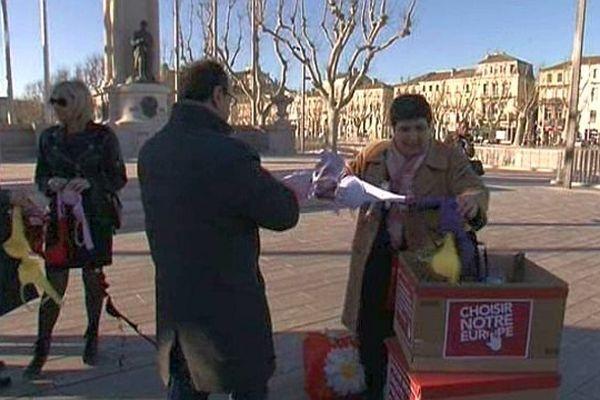 Narbonne (Aude) - collecte de sous-vêtement et signature de pétition en faveur des femmes espagnoles - 5 mars 2014.
