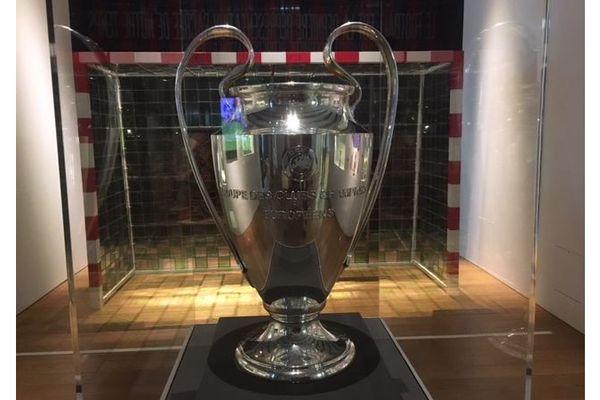 La coupe de la ligue des champions 93 est exposée au Mucem