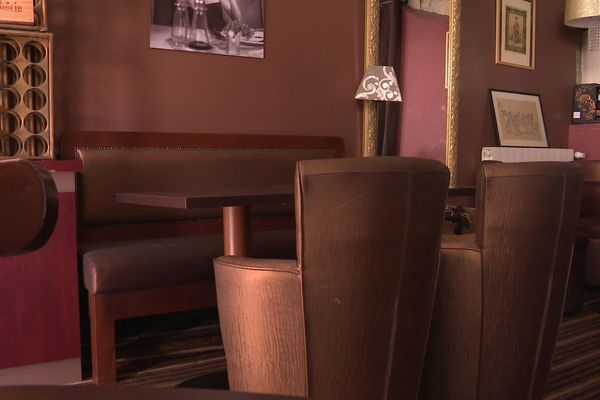 "A Angoulême, la salle du ""Bistrot de Claude"" restera vide jusqu'au 9 juin."