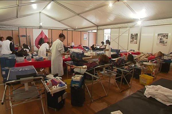 Donneurs de sang, place Massena, à Nice