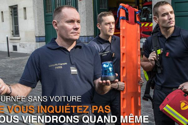 Le clin d'oeil des sapeurs-pompiers de Paris, pour la journée sans voiture, à Paris.