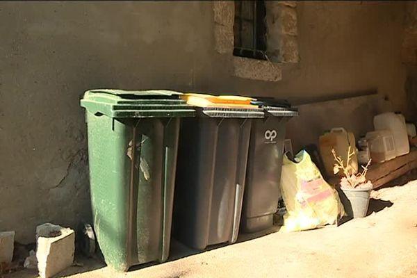 Les blocages mis en place par les gilets jaunes génèrent désormais de nouvelles contraintes. Celle entre autres de la gestion des déchets. Dans le Gard Rhodanien, les déchetteries ont fermé leurs portes, et les ramassages sont annulés ou reportés.