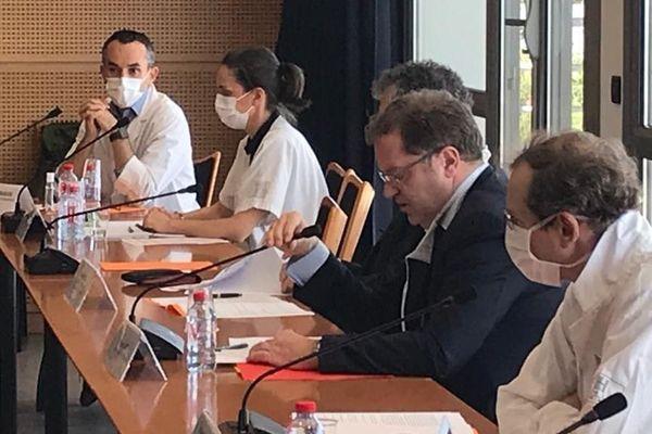 Lors d'une conférence de presse, le CHU de Nîmes a confirmé que le centre de gérontologie de Serre-Cavalier à Nîmes était désormais considéré comme un ''cluster'', un foyer actif de l'épidémie de coronavirus.