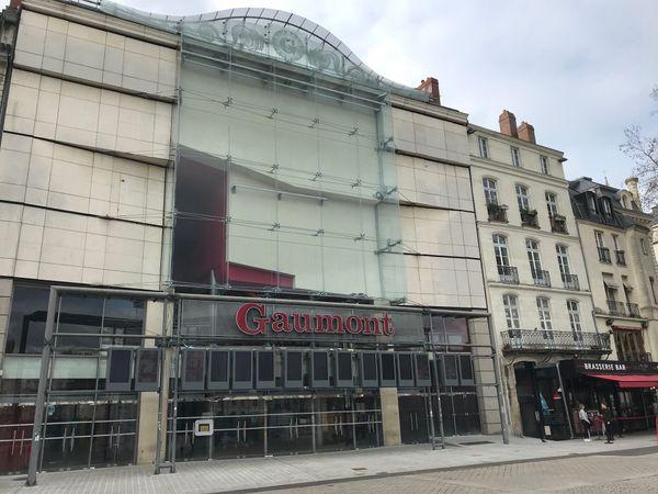 La verrière de façade du cinéma Gaumont a été réparée.