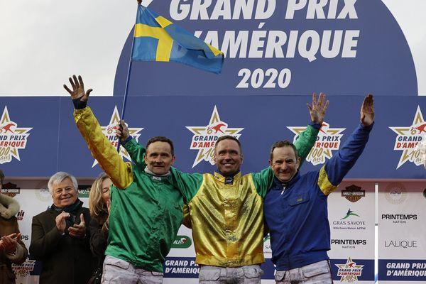 Franck Ouvrie (deuxième, à gauche), Björn Goop (vainqueur, au centre) et Jean-Michel Bazire (troisième, à droite).