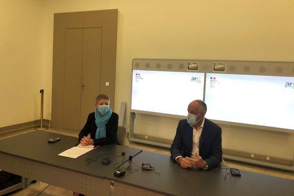 Ce samedi, le préfet de Corse et la directrice de l'agence régionale de santé ont présenté de nouvelles mesures sanitaires afin de limiter la propagation du coronavirus dans l'île durant les vacances de Noël.