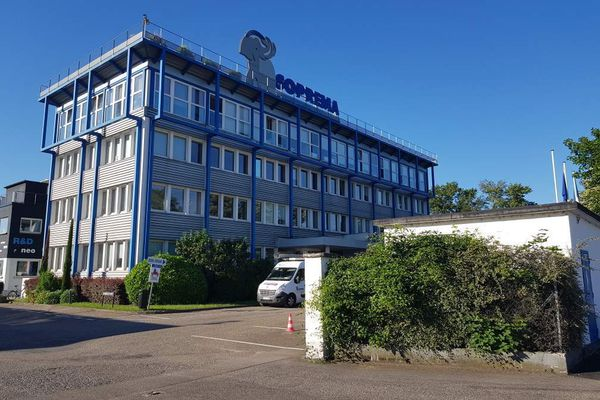 L'entreprise est basée dans le quartier du Port-du-Rhin à Strasbourg.
