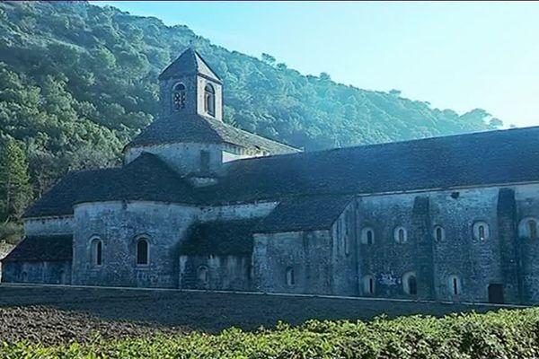 L'abbaye cistercienne de Sénanque construite en 1148 après le Thoronet, Aiguebelle et Silvacane.