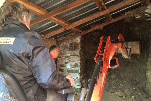 Les fouilles ont commencé, avec une dizaine de bénévoles et une tractopelle, ce samedi 24 février.