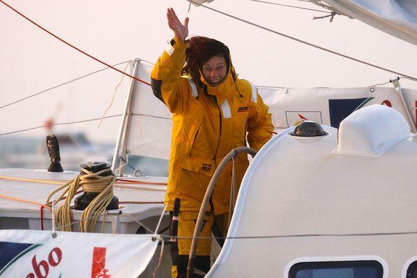 Anne Liardet après avoir franchi la ligne d'arrivée du Vendée Globe 2004, le 6 mars 2005