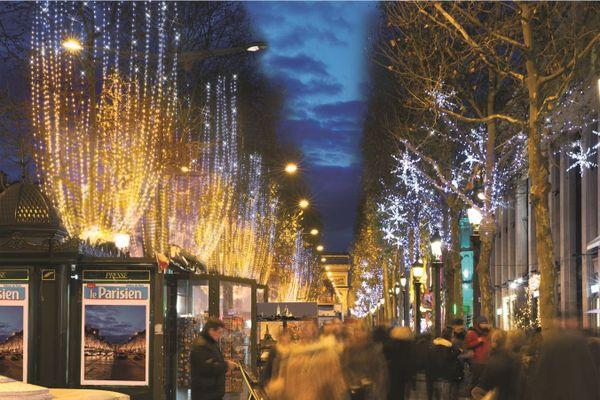 """Les Illuminations des Champs-Elysées en  2014. Elles se nomment  """"Scintillance""""."""