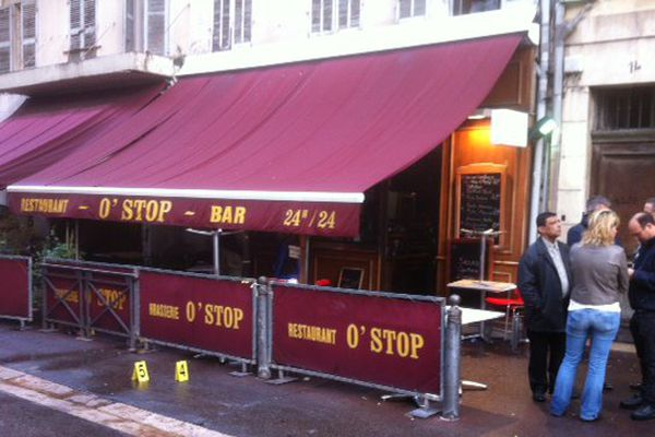 La fusillade a lieu dimanche au petit matin dans le quartier de l'opéra.