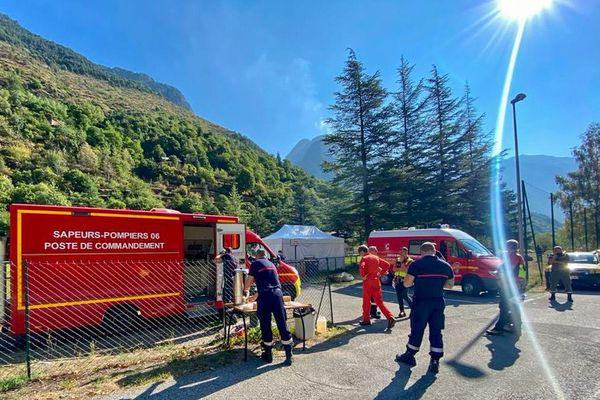 Les sapeurs pompiers et agents de Force 06 sont intervenus toute la journée de ce vendredi sur le feu qui sévit sur Isola.