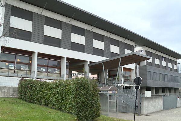 Le lycée professionnel du IV septembre 1870, à Oloron Sainte-Marie est fermé pendant 15 jours après la détection de 9 cas positifs à la covid.