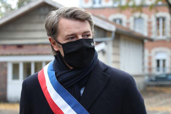 """""""Ce que nous attendons de l'Etat, c'est de garantir l'odre public, ce que nous attendons de la justice et des procureurs (...) c'est des réponses adaptées"""", a martelé François Baroin, président de l'association des maires de France, en visite à Lyon"""