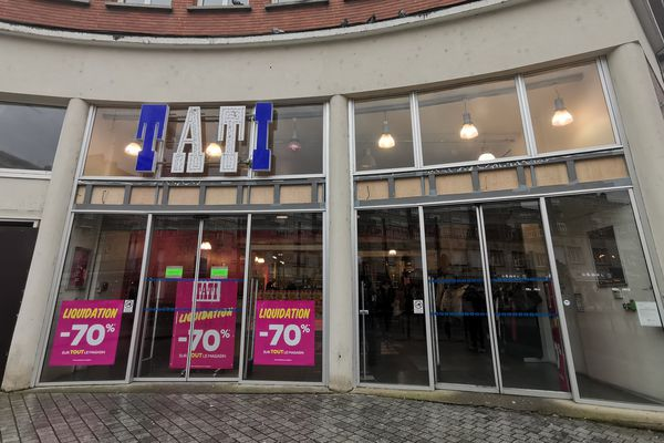 Le magasin de la rue de la Vieille-Poissonnerie fait partie des 13 boutiques de l'enseigne à fermer.