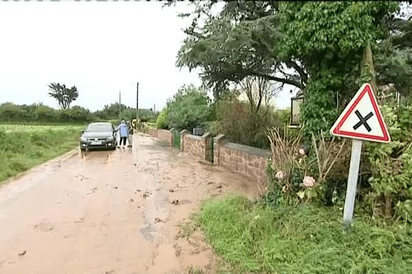 Routes inondées par la boue sur Pleubian (22)