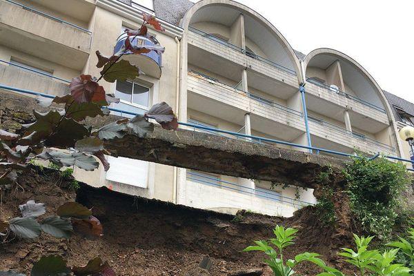 Chaussée effondrée rue Darmaillacq à Cholet, le  11 juin 2018