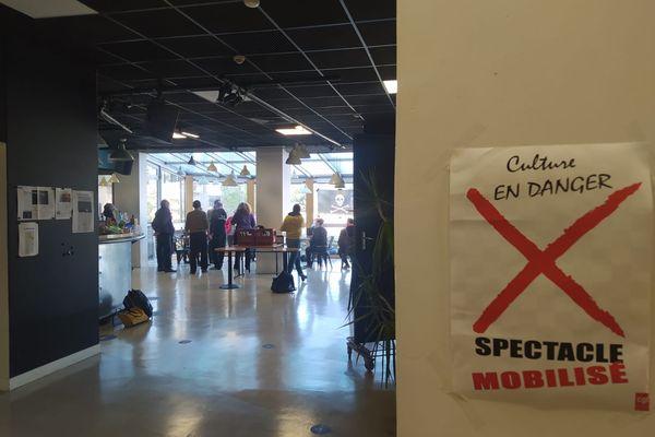 Une vingtaine de personnes ont passé la nuit dans le théâtre du Merlan à Marseille.