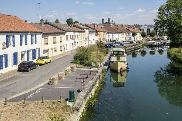 Profitez du confinement pour redécouvrir le paysage proche de chez vous, comme les bords de la Meuse à Stenay.