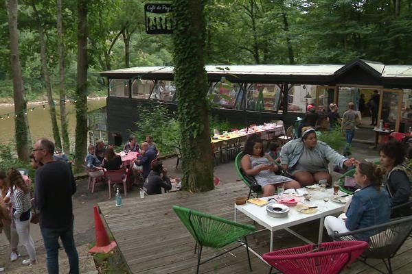 L'Autre Café, au bord du lac de la Roche-qui-boit