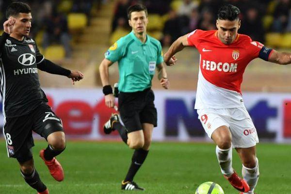 Radamel Falcao, à droite, lors du dernier match contre Lyon.