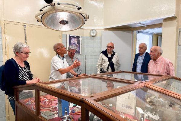 Des visiteurs du Musée d'Anesthésie de Besançon